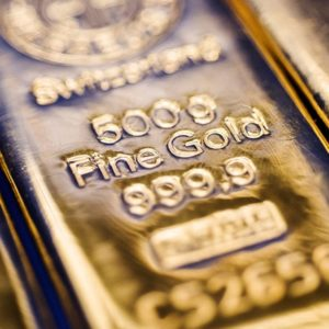 Gold Will Fight Back Dollar for Haven Status, Sprott Says